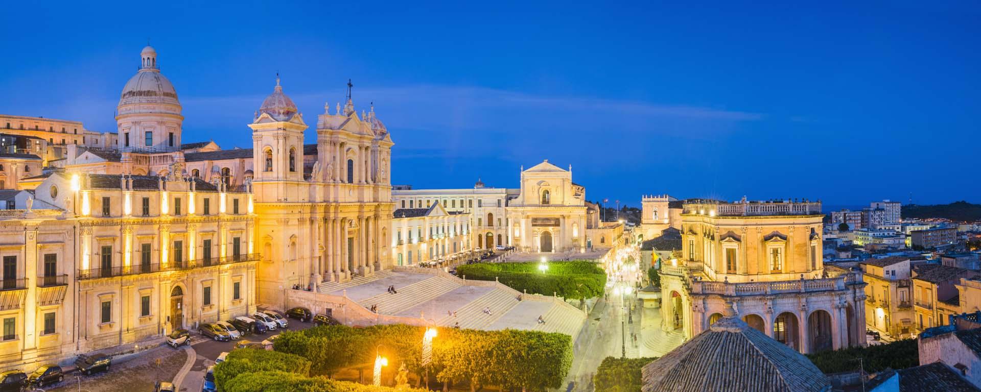 Falchi per proteggere il centro storico barocco di noto for Hotel siracusa centro storico
