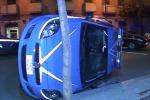 Scontro a Palermo tra auto di polizia e carabinieri: il video