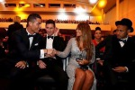 Ronaldo saluta (ammiccante) la signora Messi: la foto è virale
