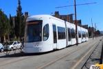 Distrugge a colpi di ombrello i pulsanti della fermata tram, bloccato a Palermo