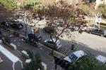 Palermo, il cassonetto «ballerino» di viale Piemonte. E in centro un'altra discarica