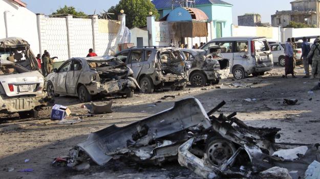 al shabaab, attentato, Mogadiscio, ristorante, Somalia, spiaggia, vittim, Sicilia, Mondo