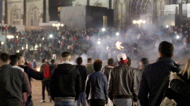 aggressioni, molestie sessuali, rifugiati, Angela Merkel, Sicilia, Mondo