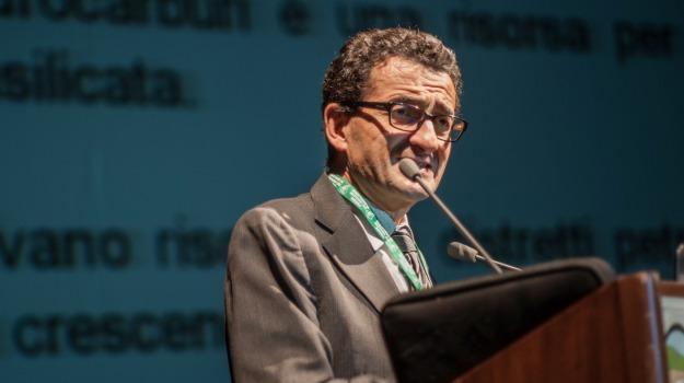 benzina, carburanti, Nomisma energia, Petrolio, prezzi, Sicilia, Economia
