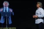 Il contro-discorso di Grillo sul web: l'Italia è un ologramma - Video
