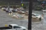 """San Diego, una Lamborghini """"subacquea"""" sfida un fiume d'acqua"""