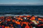"""Braccio di ferro Ue-Turchia sui migranti: """"Stop ai visti o salta patto"""""""