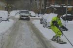 Neve a New York, le strade diventano piste di snowboard