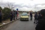 Eni, sit-in degli operai davanti all'Agenzia delle Entrate di Gela