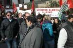 Palermo, sit-in di operatori Almaviva in via degli Emiri - Video