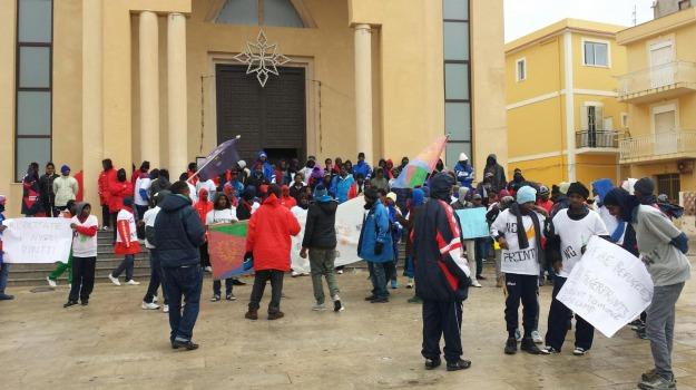Lampedusa, migranti, protesta, Agrigento, Cronaca
