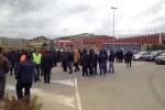 Gela, protestano i lavoratori dell'indotto: strade bloccate