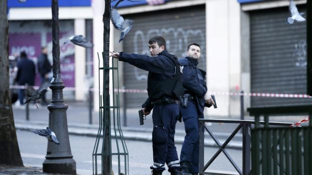 francia, polizia, spari, Sicilia, Mondo