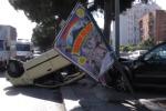 Auto si ribalta in viale Regione a Palermo: le immagini dello scontro - Video