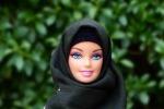 """Hijarbie"", spopola sul web la Barbie con il velo - Foto"