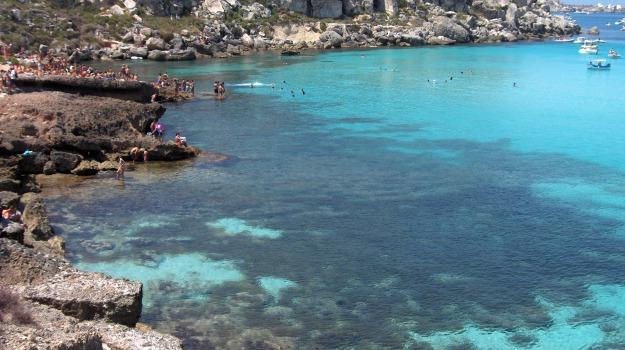 favignana, isole egadi, pulizia spiagge, Trapani, Cronaca