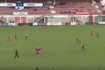 Calcio, la partita tra donne finisce in rissa: il video