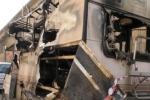 Camper e roulotte incendiati a Palermo: tutte le immagini - Video