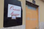 Incontri hot in un centro massaggi, sequestrato: le immagini da via Anselmi - Video