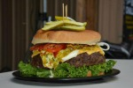"Pancake extralarge o hamburger di 7 chili: ecco i 10 cibi ""estremi"" - Foto"