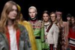 Street style... a tutto colore: sfila la nuova donna Gucci - Foto