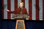 Bufera su Hillary a undici giorni dal voto. L'Fbi riapre l'inchiesta sulle mail