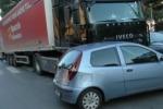 Auto si scontra con un autocarro, è caos in viale Regione Siciliana a Palermo: il video