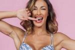 Sexy e innamorata: Melita Toniolo torna a far girare la testa ai fan