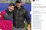 Ospite al Barça, Eros Ramazzotti palleggia con... Messi