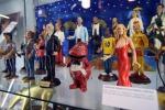 Dal costume delle veline ai cimeli in bacheca, ecco il museo di Striscia la notizia: le foto