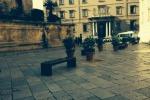 Restyling in piazza Rivoluzione e in piazza Bellini, arrivano le panchine - Video