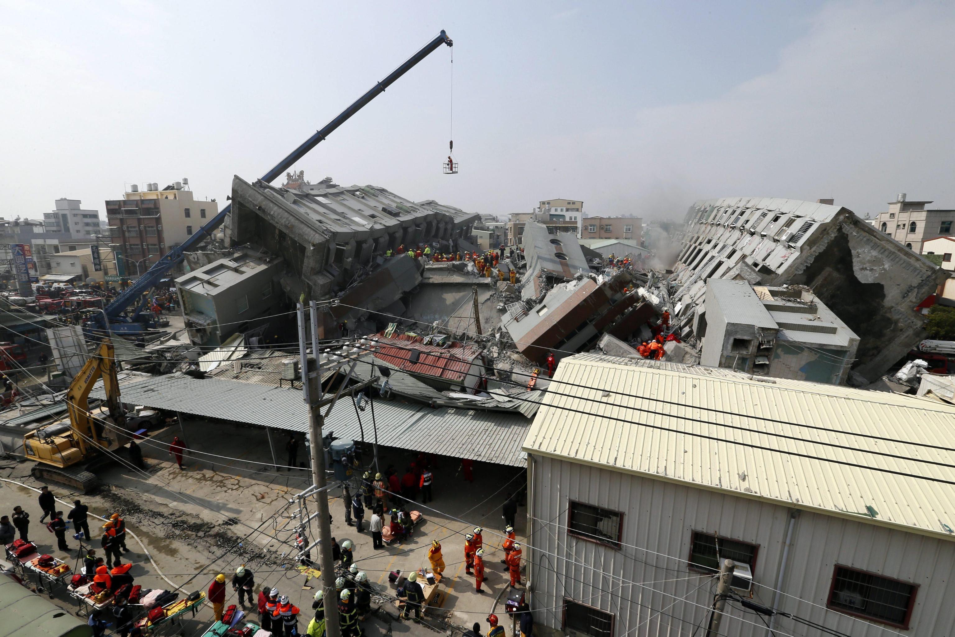 Terremoto devasta citt a sud di taiwan crolla edificio for Piani di costruzione dell edificio
