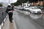 Incidente a Palermo, semaforo fuori uso: caos e vigili in azione - Video