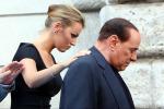 """Berlusconi, la compagna Pascale: """"E' lui che tranquillizza noi"""""""