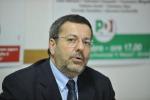 Corruzione e truffa nella gestione dei rifiuti, arrestato il sindaco di Brindisi