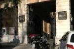 Assalto in banca fallito a Palermo: caccia all'uomo in centro, arrestato un minorenne