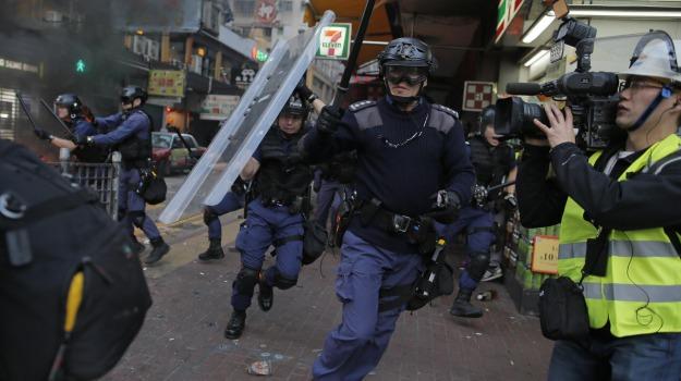 arresti, polizia, scontri, venditori ambulanti, Sicilia, Mondo