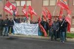 Gela, la protesta degli operai dell'indotto si sposta all'aeroporto di Comiso