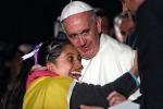 """Il Papa chiede perdono agli Indios: """"Mondo ha bisogno di voi"""""""
