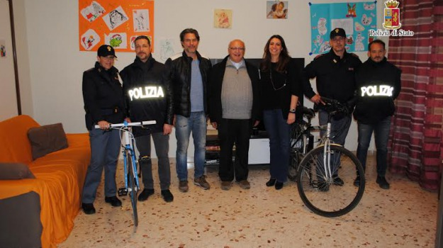 beneficenza, biciclette, comunità alloggio, polizia, Palermo, Cronaca