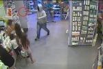 Assalto in farmacia allo Zen, uno dei rapinatori incastrato dal tatuaggio - Video