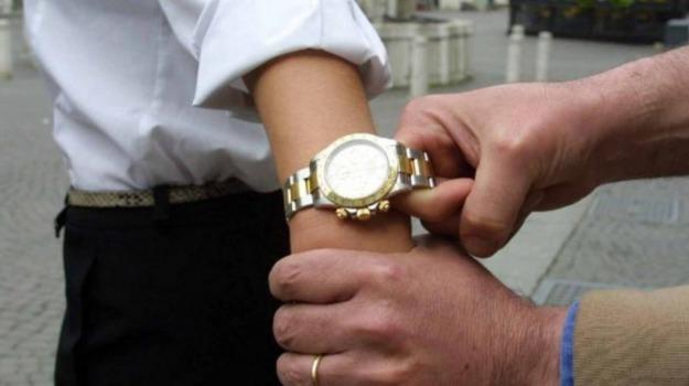 Bici e Rolex rubati nascosti nel garage di casa, denunciato a Siracusa