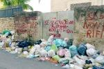Palermo, in via Cruillas i rifiuti ostacolano anche il passaggio degli autobus