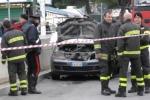 Perde il lavoro e si dà fuoco in auto: tragedia in piazza a Villabate