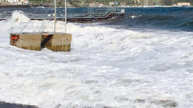 collegamenti egadi, collegamenti eolie, meteo, siremar, vento palermo, vento sicilia, Sicilia, Cronaca