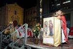 Eni, la Chiesa gelese al fianco dei lavoratori dell'indotto: celebrata messa davanti al Comune