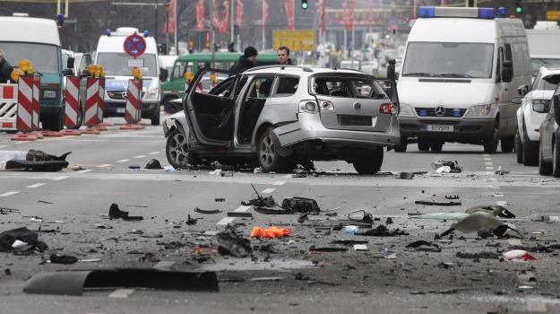 auto esplosa, berlino, Sicilia, Mondo