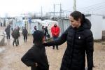Angelina Jolie visita i campi profughi in Libano: le foto