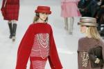 Chanel... a tutto colore: la sfilata a Parigi - Foto