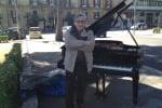 Niente fondi al The Brass Group, protesta a Palermo col pianoforte: il video